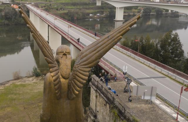 Memorial às vitimas da tragédia da ponte Hintze Ribeiro